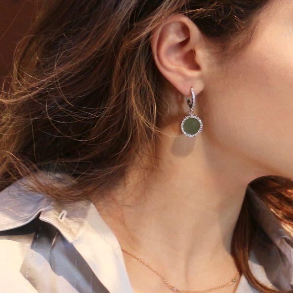 orecchini giada e zirconi indossati