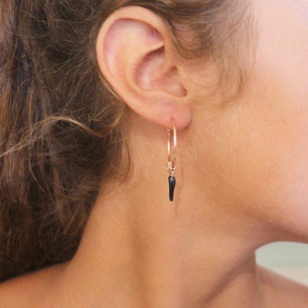 orecchini cerchio cornetto portafortuna nero dorato rosa