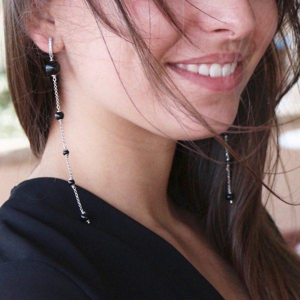 orecchini lunghi sfere nere smalto