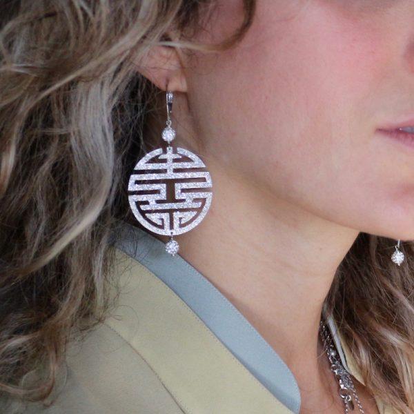 orecchini felicità glitter argento 925 indossati