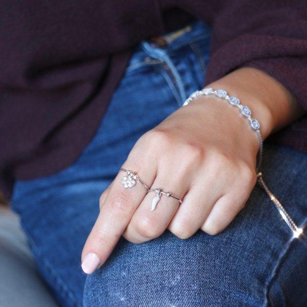 anello charm gialloro