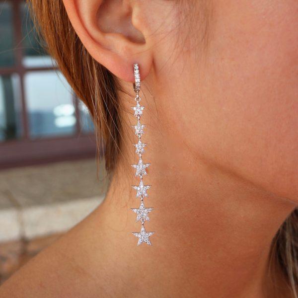 mono orecchino stelle indossato