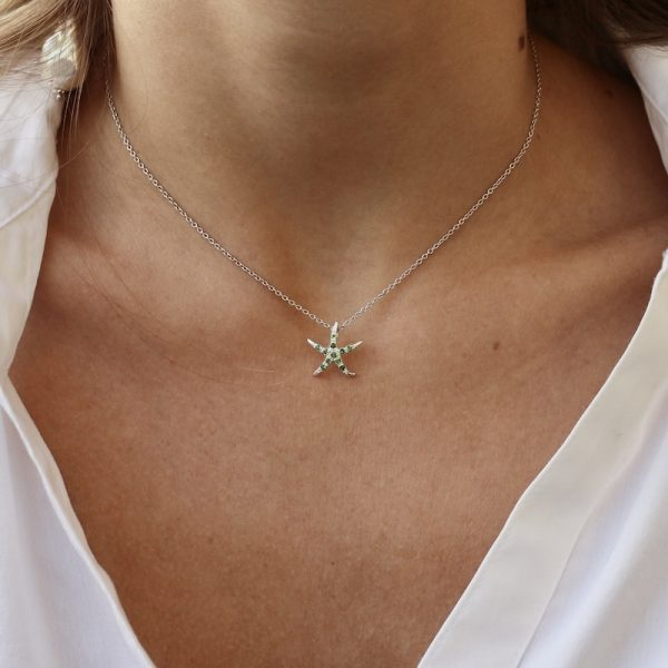 collana stella marina tsavoriti indossata